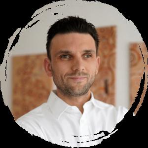 Oleksandr-Pavlov-Gesundheits-und-Krankenpfleger-Talent-Manager